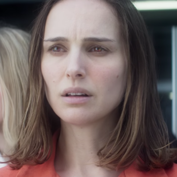 """Watch Natalie Portman try and save Oscar Isaac from mutated aliens in the trailer for """"Annihilation"""""""