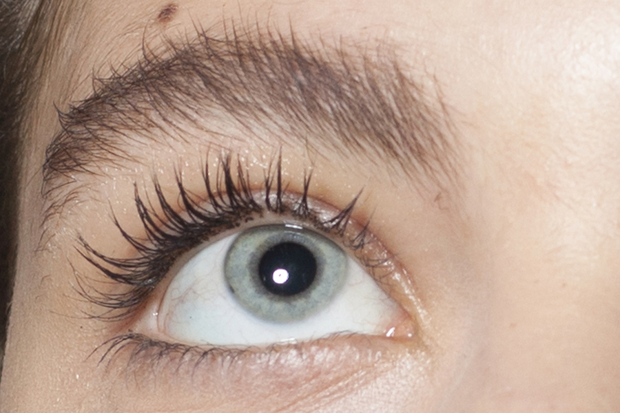 Chinese Woman Found 100 Mites Living In Her Eyelashes Hellogiggles