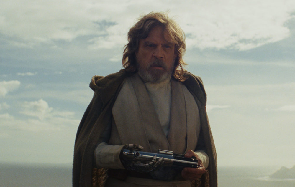 """Star Wars: The Last Jedi"" pays a super heartbreaking homage to ""A New Hope"""