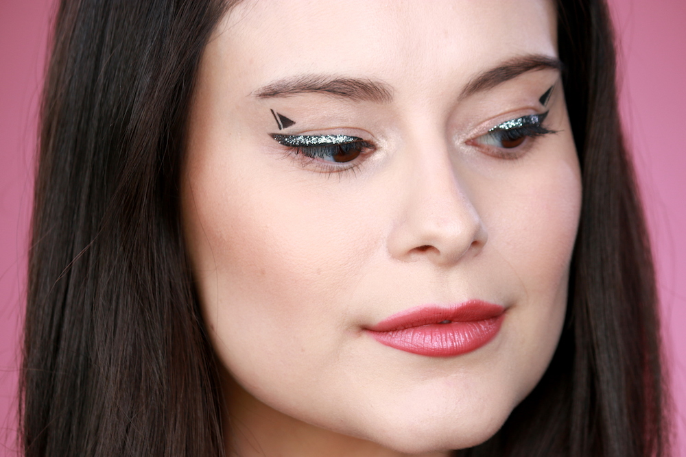 Spice Up Your Everyday Cat Eye With This Kitten Ear Cat Eye Makeup