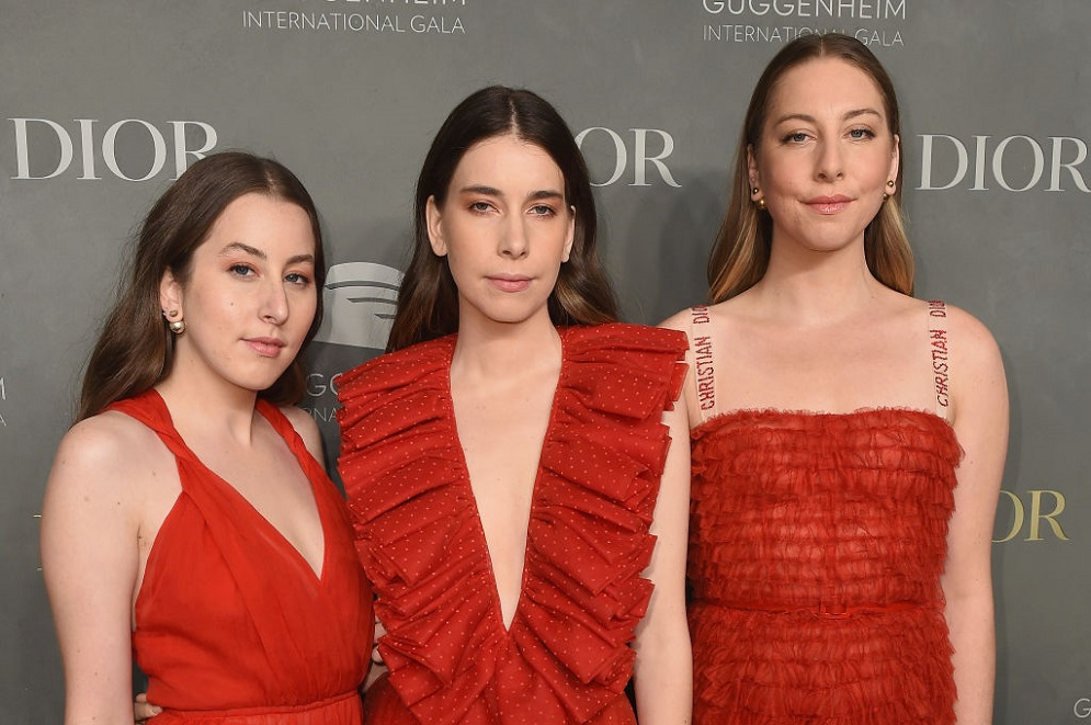 "Haim did the entire ""Oops...I Did It Again"" dance while at a Britney concert, and there's video to prove it"