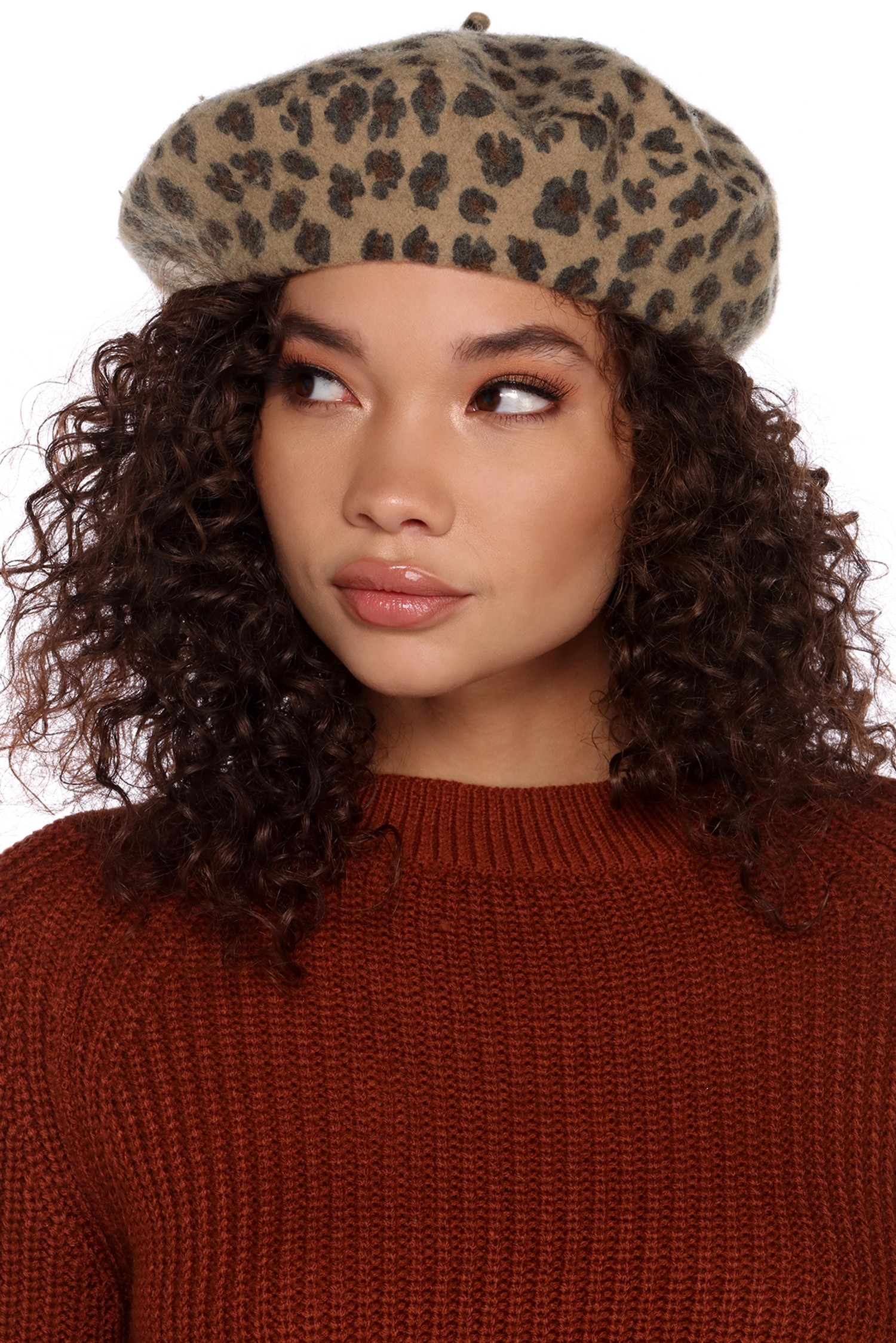 e40b0cc9bc6d4 14 berets to wear if you re too lazy to dye your roots - HelloGiggles
