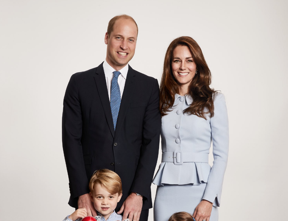 The internet thinks Prince William and Kate Middleton's Christmas card has a Photoshop fail in it