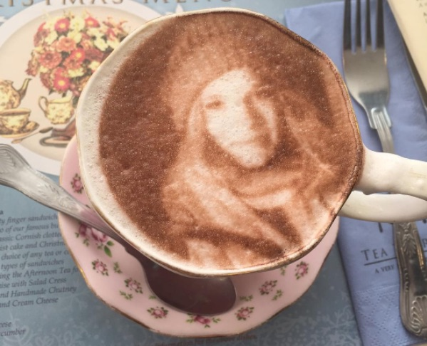 Now you can order a Selfieccino, a cappuccino with your face made of foam