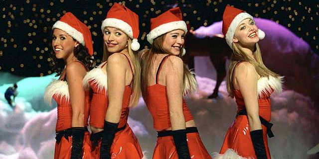 "Hailee Steinfeld recreated the ""Jingle Bell Rock"" scene from ""Mean Girls,"" and we think The Plastics would be proud"