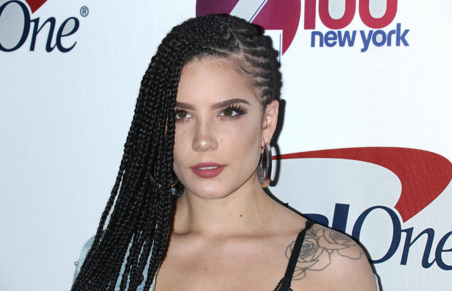 Halsey debuted platinum blonde curls, is officially Marilyn Monroe's doppelgänger