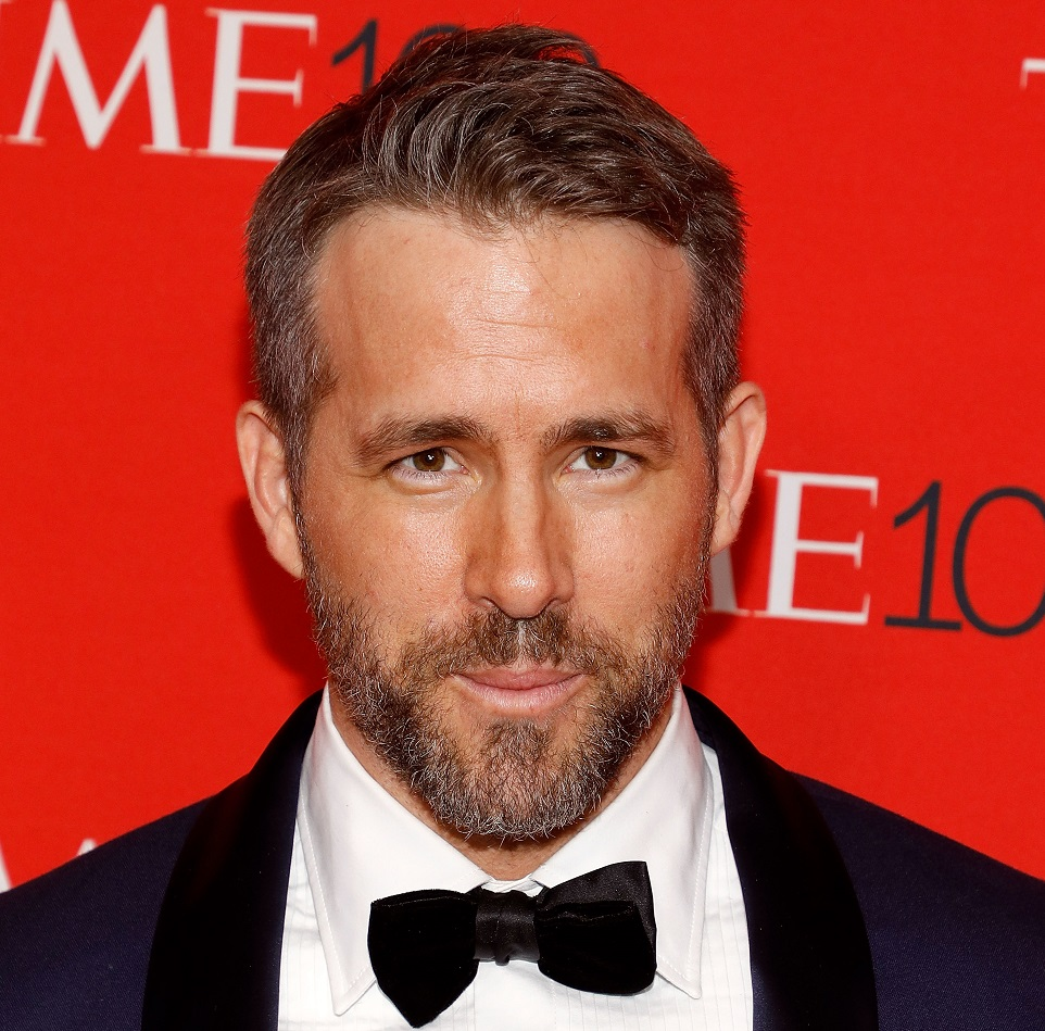 Ryan Reynolds posted an epic '90s throwback pic, fans are losing it