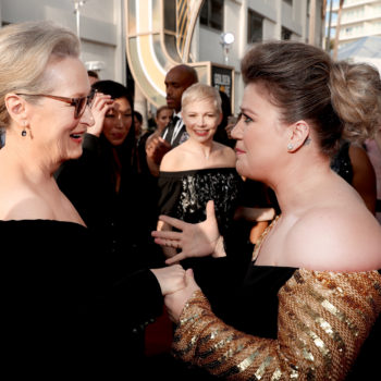 "Kelly Clarkson yelling ""Can I meet you?"" at Meryl Streep is really setting the 2018 mood"