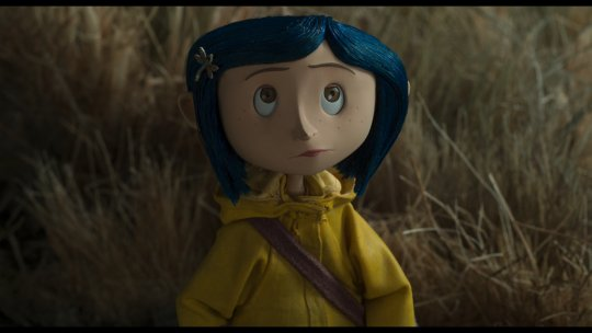 Maisie Williams skipped the Golden Globes to dress up as Coraline, you know, as you do