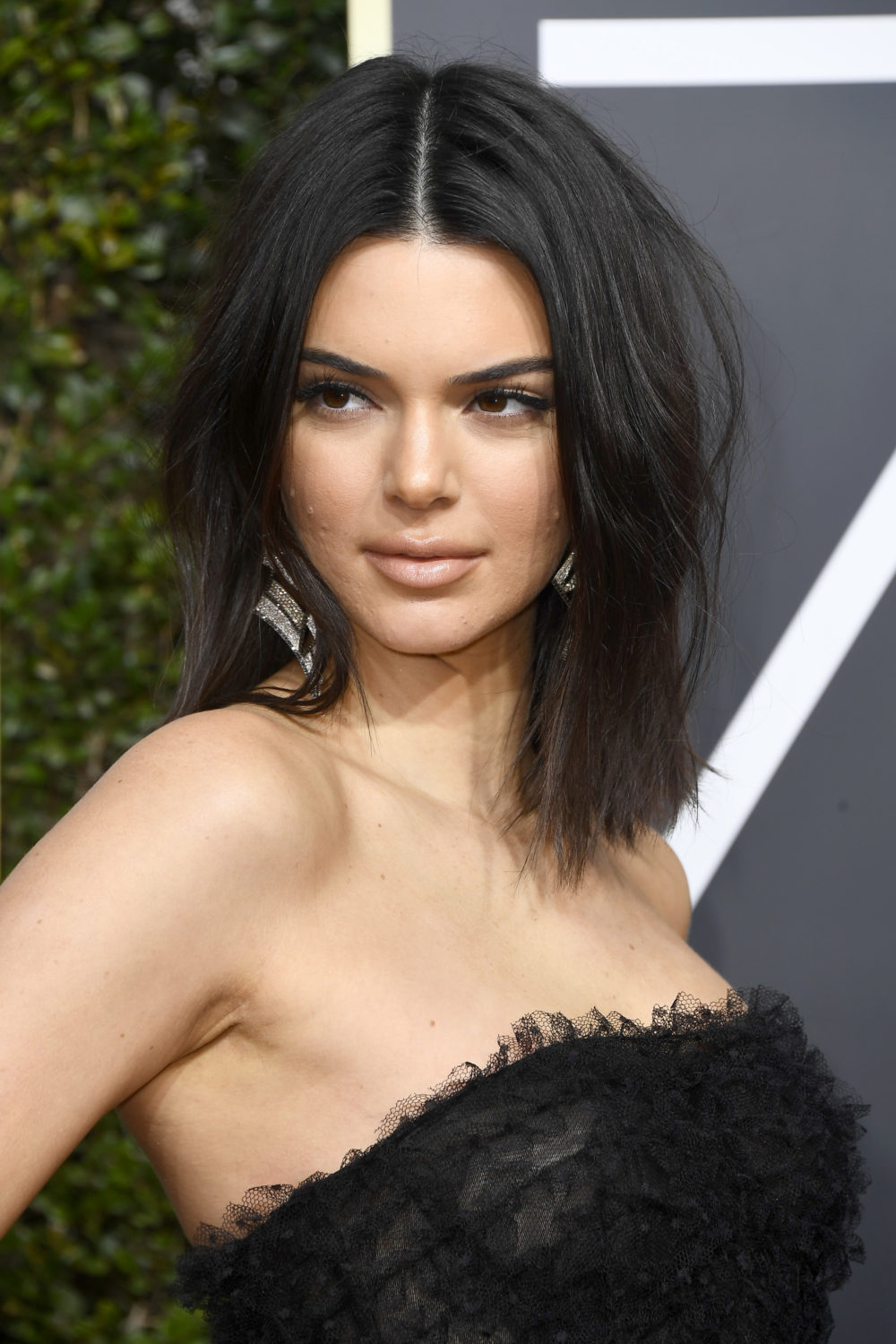 "No one can recognize Kendall Jenner on this ""V Magazine"" cover"