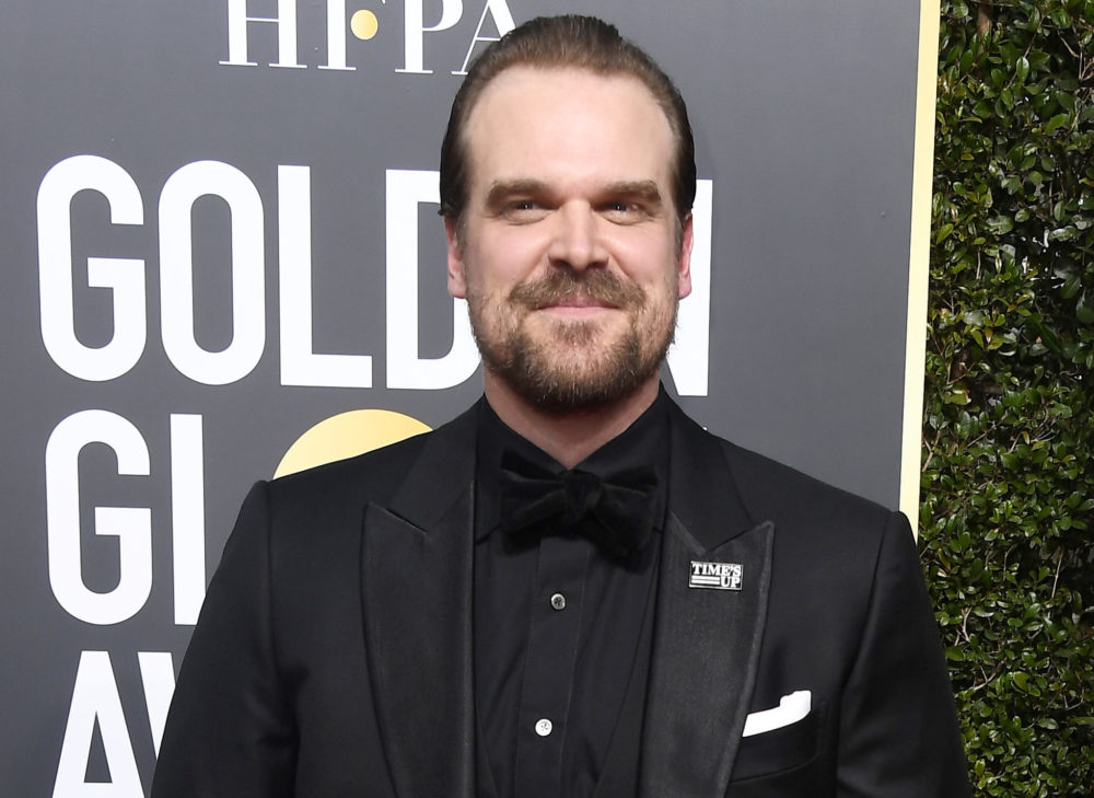 David Harbour wore a Steve shirt *under* his tux at the 2018 Golden Globes