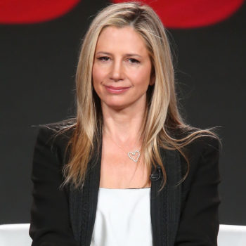 Mira Sorvino penned an open apology letter to Dylan Farrow, saying she'll never work with Woody Allen again