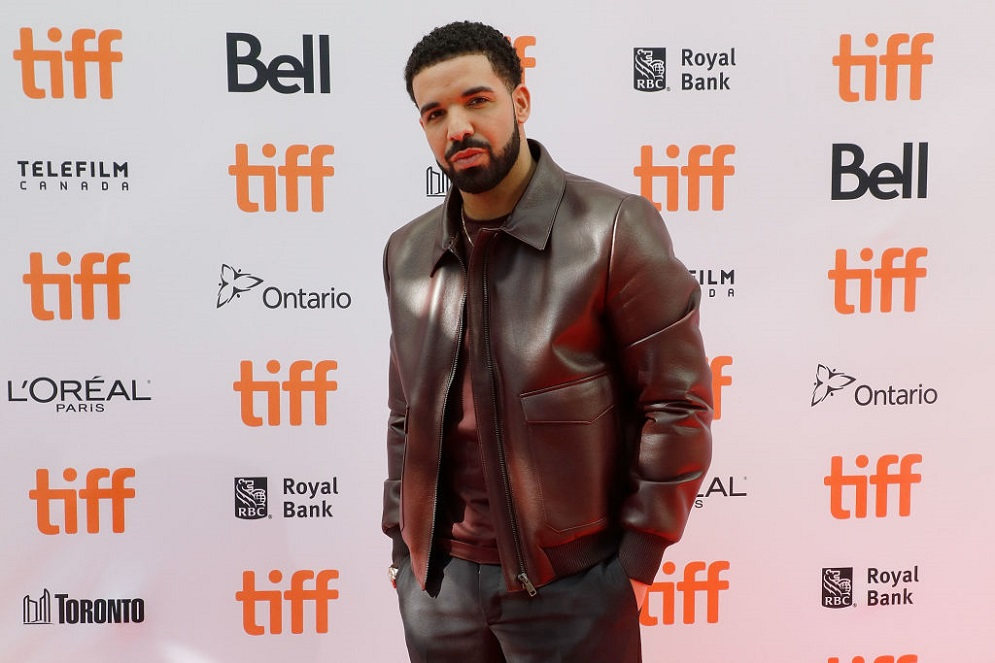 Drake clapped back against a fan who claimed his teeth didn't look clean