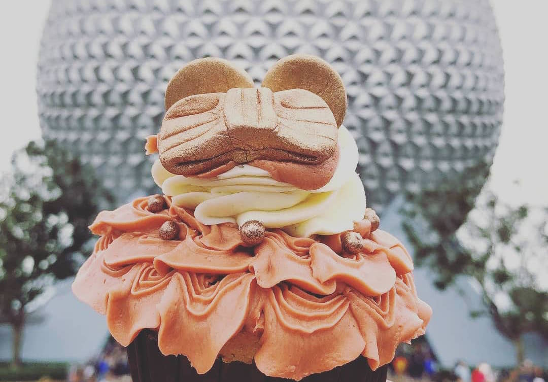 Disney is now selling rose gold Minnie ear *cupcakes* to satisfy our sweet tooth