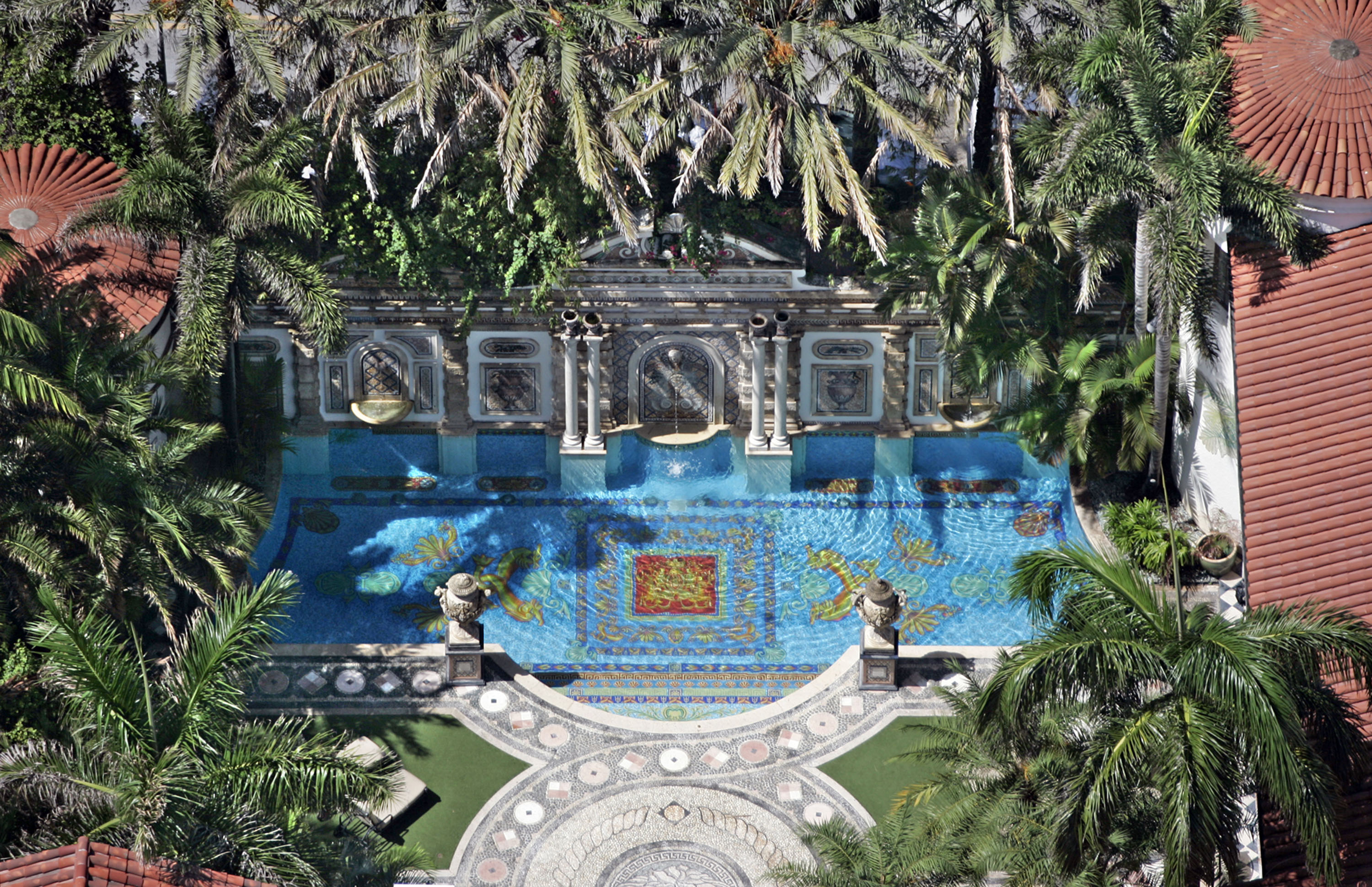 gianni versace 39 s mansion in miami is now a luxury hotel