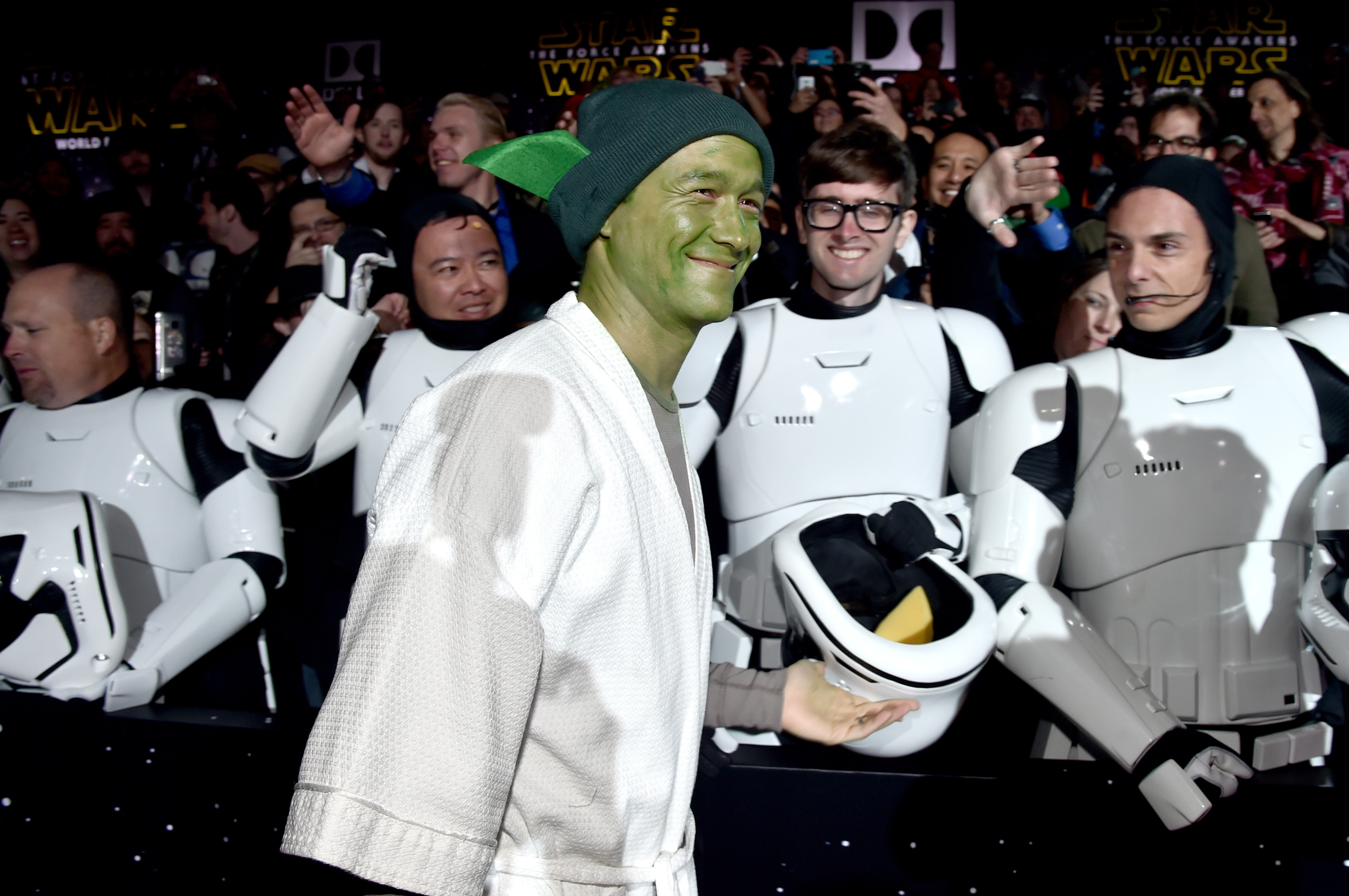"Joseph Gordon-Levitt knows that Luke Skywalker ""sorta sucks"" in ""Last Jedi"" — defends him anyway in a 2,000-word essay"