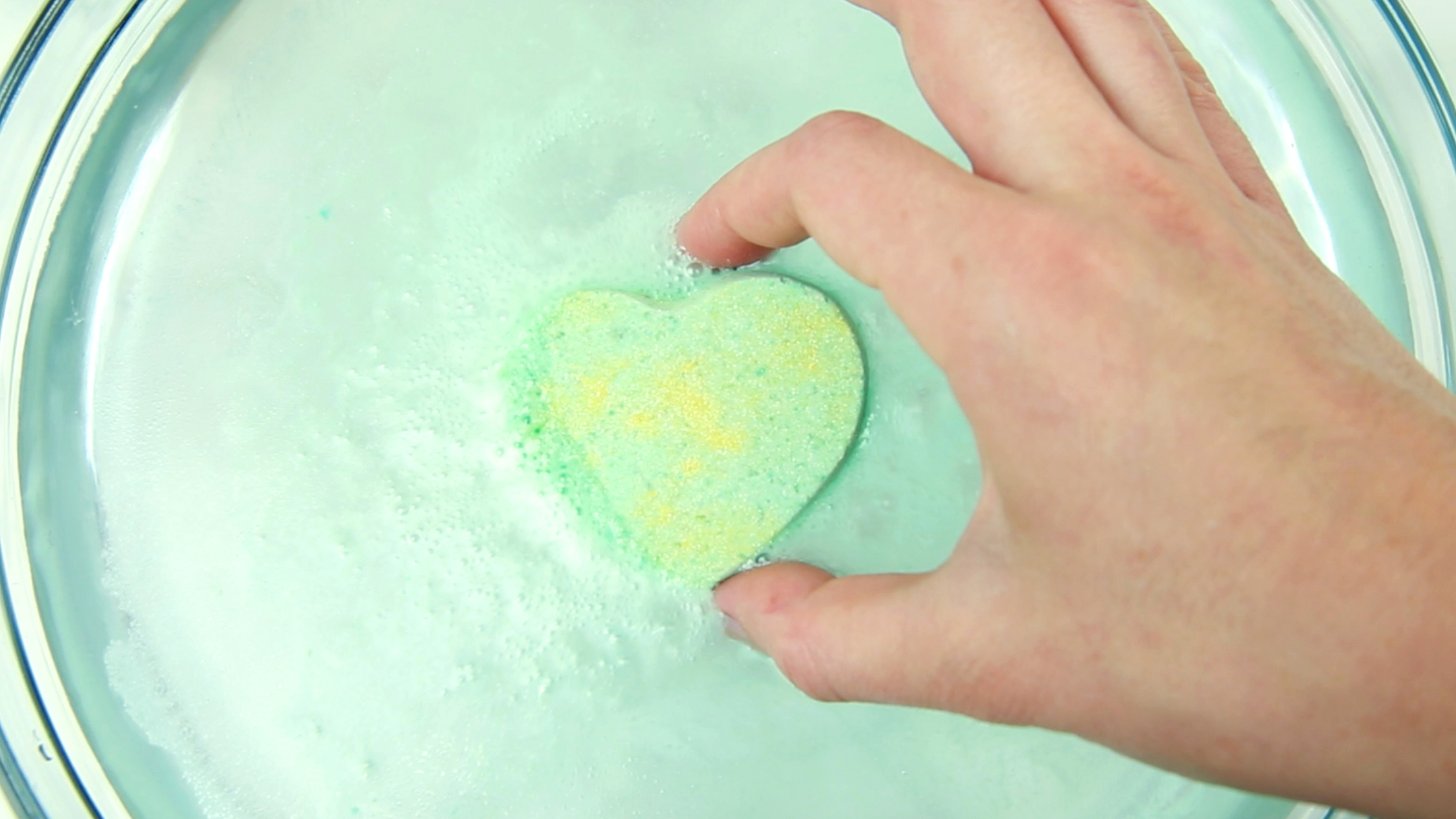 These DIY bath bombs will relieve your sinuses while making you super relaxed