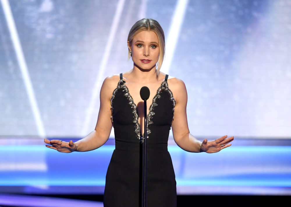 Kristen Bell completely trolled the SAG Awards audience with a joke about Meryl Streep