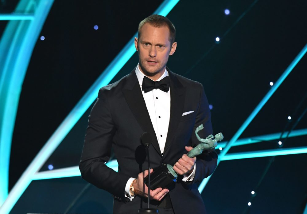Alexander Skarsgård gave another cringe-worthy speech at the SAG Awards — and managed to piss off Robert De Niro