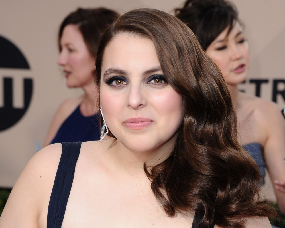 """Lady Bird's"" Beanie Feldstein wore her prom dress to the SAG Awards, and completely slayed"