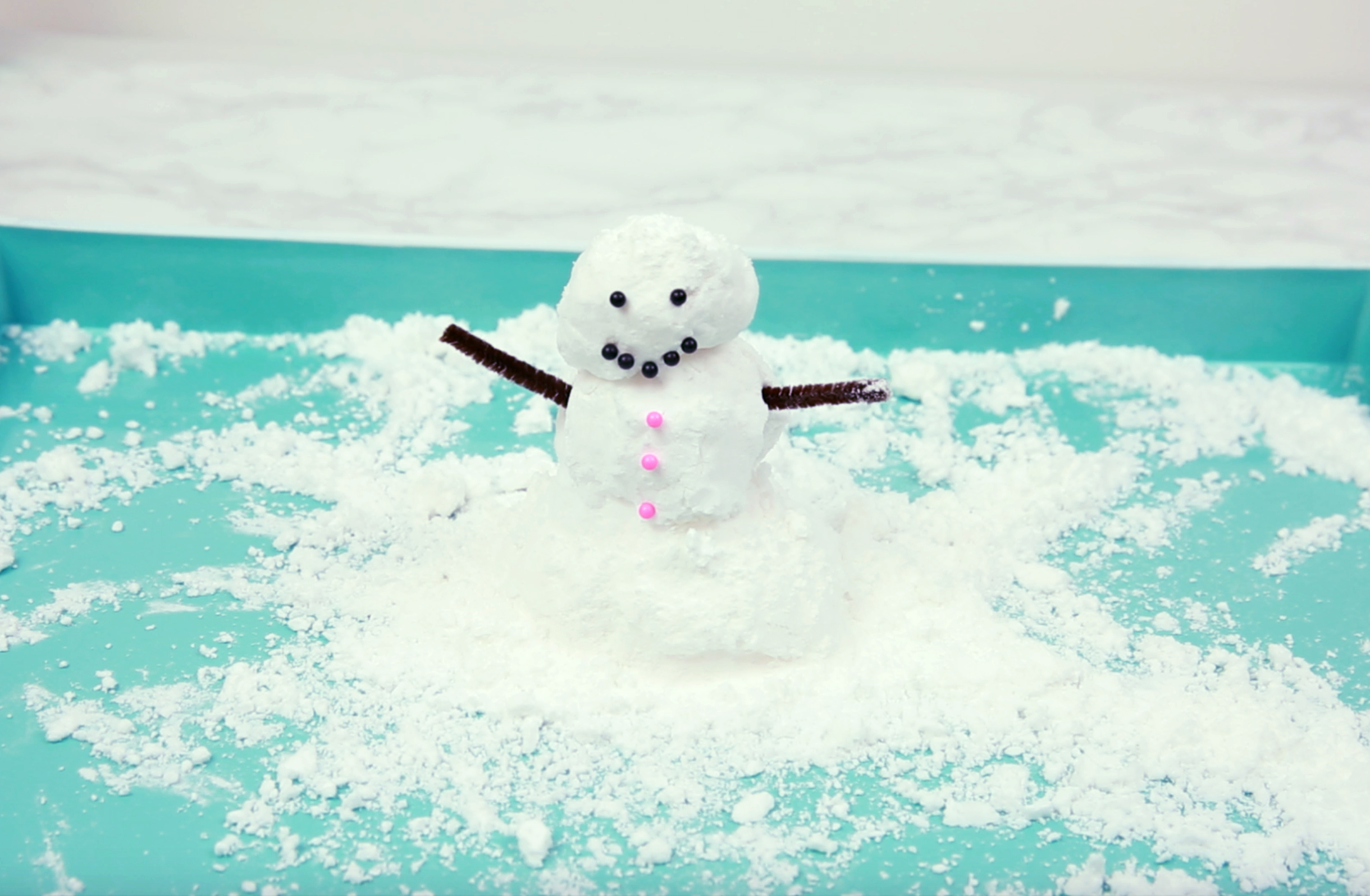 DIY fake snow is the new slime, and it's *so* satisfying to watch