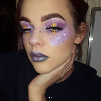 This makeup lover turns her eczema into gorgeous works of art, and we're obsessed with her Instagram