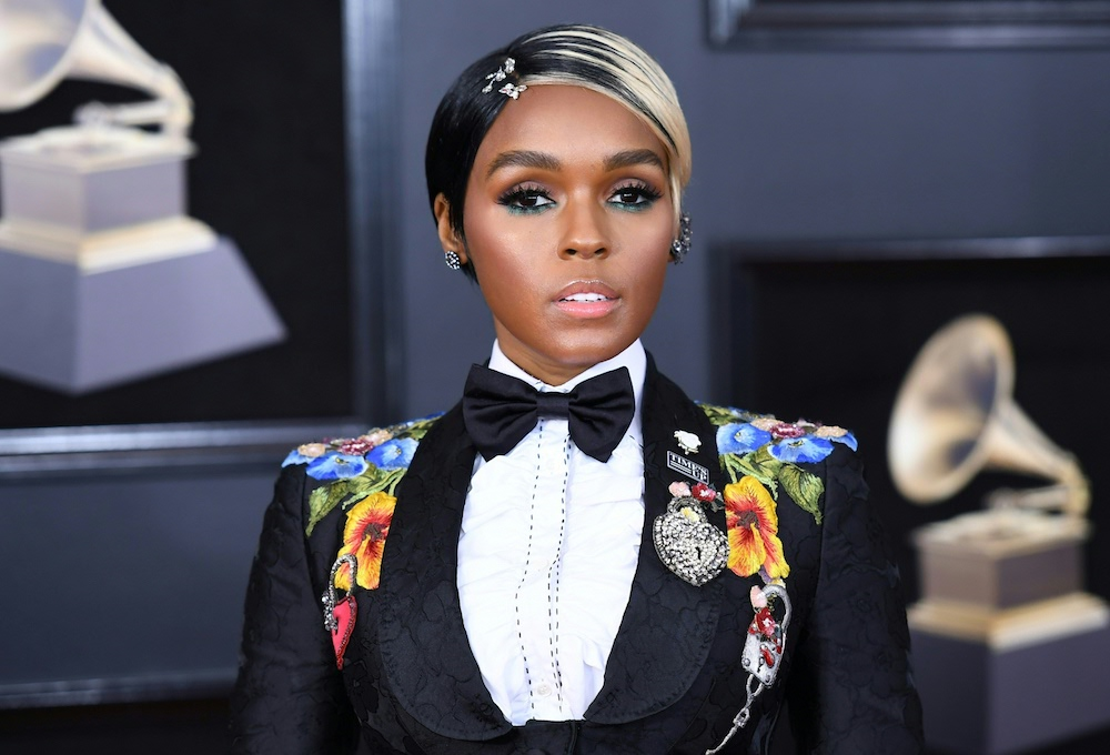 Janelle Monáe debuted blonde hair at the 2018 Grammys, and we're getting major Twiggy vibes