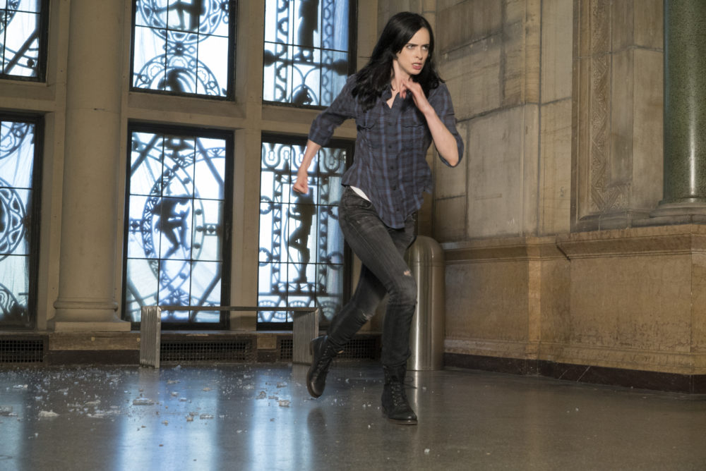 These brand new Season 2 images show us that Jessica Jones is in BIG trouble