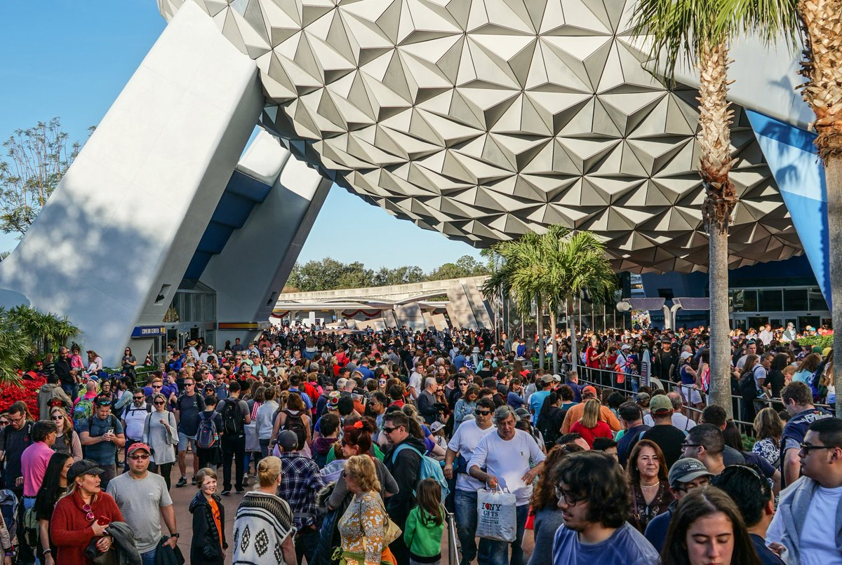 New Year's Eve is the busiest day at Disney World, and if you don't believe me here are pictures