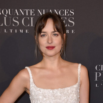 """Dakota Johnson wore the beach wedding dress of our dreams at the """"50 Shades Freed"""" premiere"""