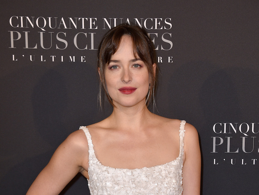 "Dakota Johnson's chic ponytail at the ""Fifty Shades Freed"" premiere will be the spring hair trend of 2018"