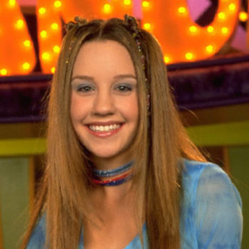 Amanda Bynes just tweeted for the first time in nearly a year, and she looks so happy!