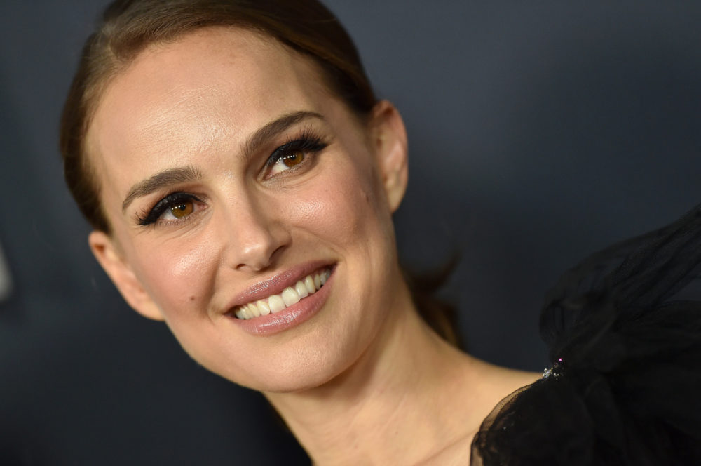 "Natalie Portman says she ""very much regrets"" signing a petition that supported convicted rapist Roman Polanski"