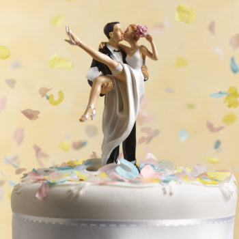 Couples are choosing this no-fuss wedding cake trend in 2018