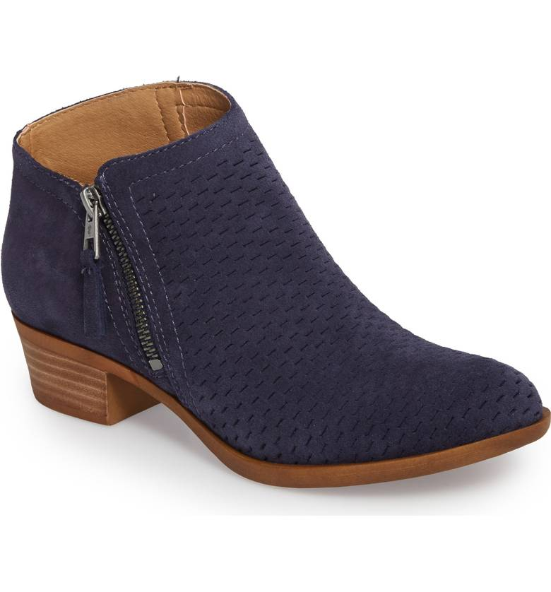 c6835ccd821 17 boots to buy from Nordstrom s Winter Sale - HelloGiggles