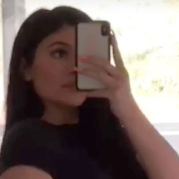 Kylie just posted a post-baby selfie in underwear and a T-shirt to celebrate one month with Stormi