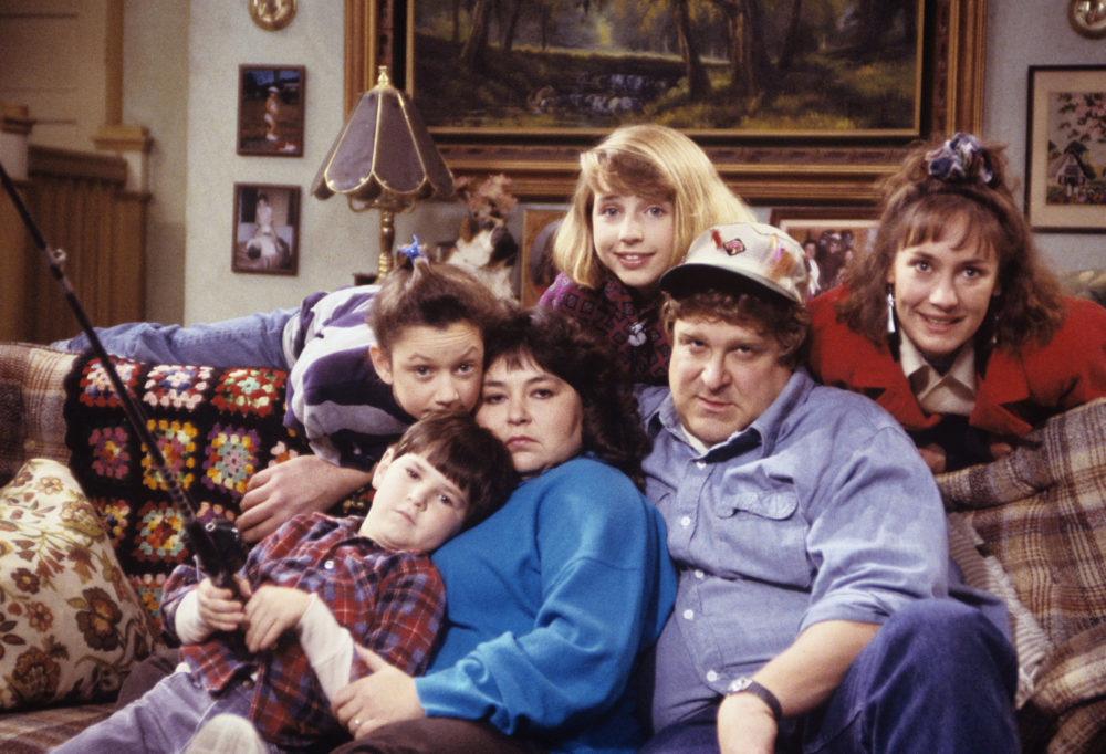"""A subway car in NYC has been redesigned to look like """"Roseanne's"""" living room, and this is just extra enough for us"""