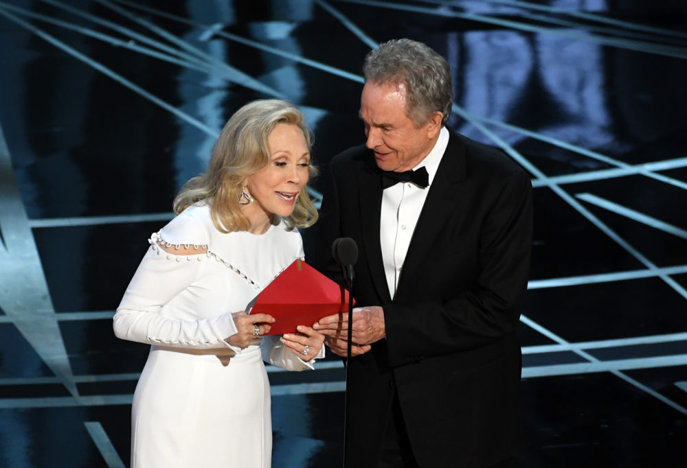 Faye Dunaway and Warren Beatty are announcing Best Picture at the Oscars again, because second time's the charm