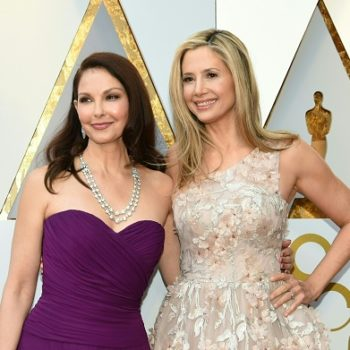 Ashley Judd and Mira Sorvino walked the 2018 Oscars red carpet together, making a powerful #MeToo statement