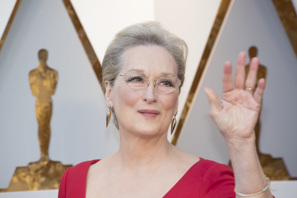 "The internet just realized Meryl Streep looked like the fairy godmother from ""Shrek"" at the 2018 Oscars"