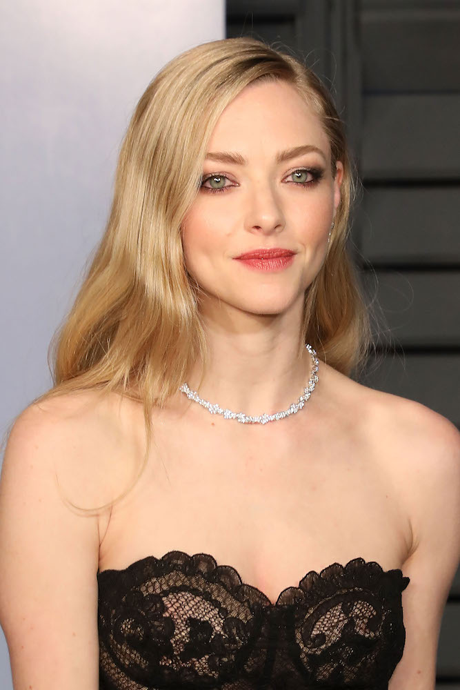 Amanda Seyfrieds Vanity Fair Oscars Party Hair Stayed In Place