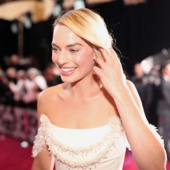 Margot Robbie's dress fell apart during the 2018 Oscars, but she sewed it back together because she's resourceful AF