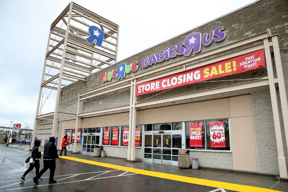 "Toys ""R"" Us is closing ALL of its U.S. locations, but don't blame Amazon"