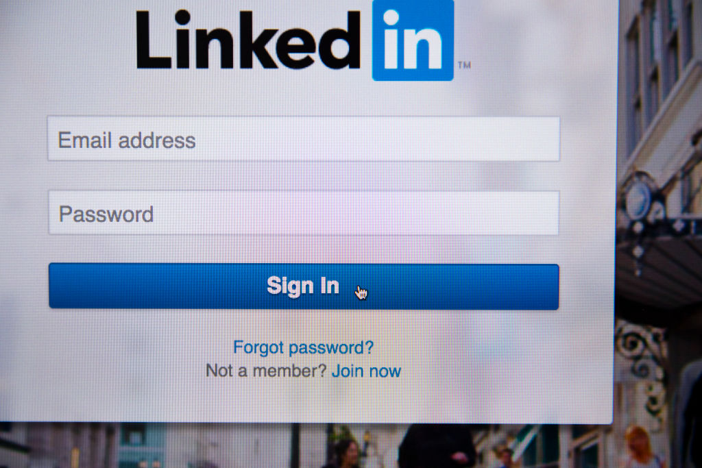 How to use the new LinkedIn referrals feature, which could make getting a job WAY easier
