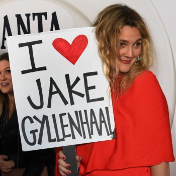 """Drew Barrymore carried an """"I love Jake Gyllenhaal"""" sign on the """"Santa Clarita Diet"""" red carpet, because legends only"""