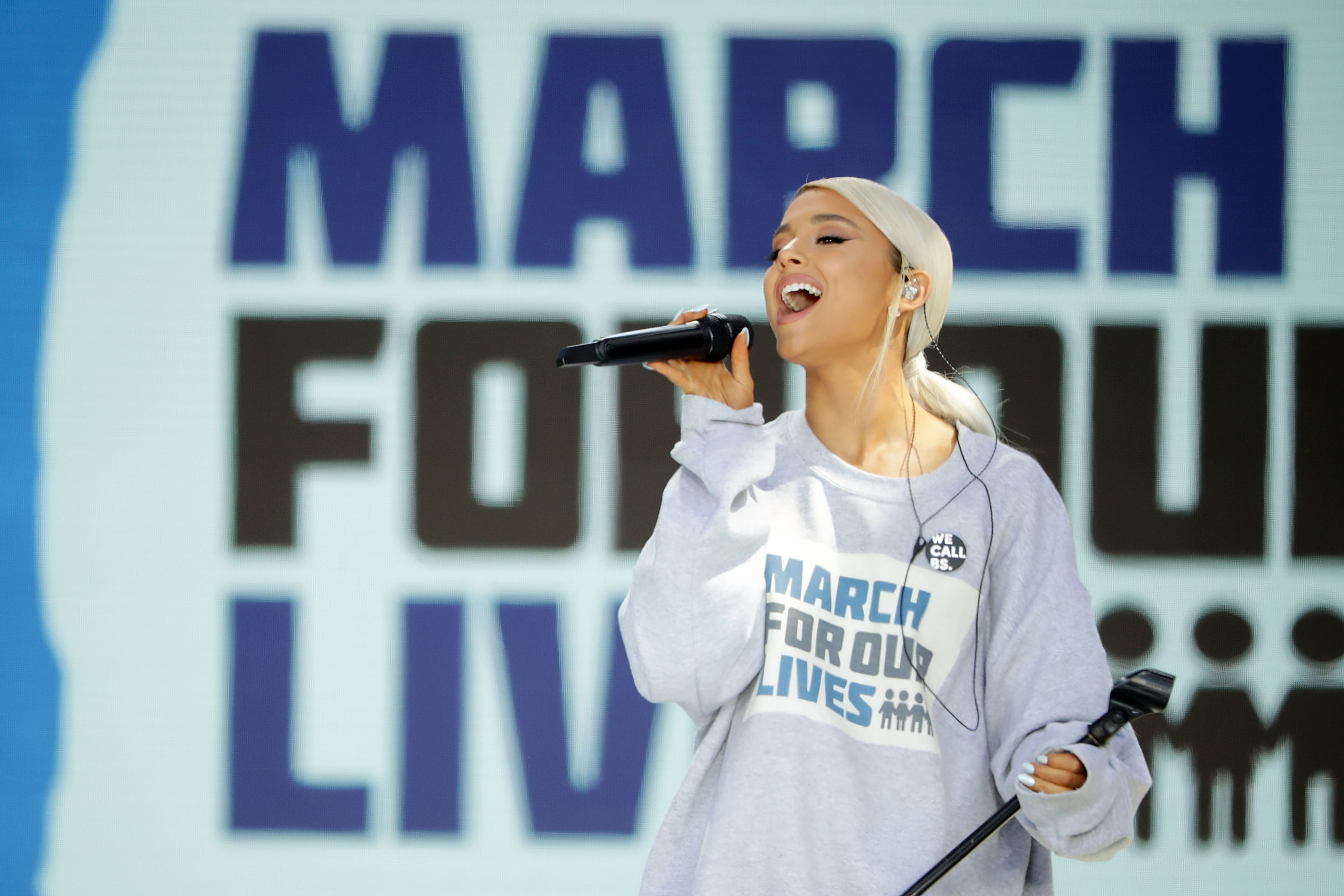 "Ariana Grande gave an absolutely beautiful performance of ""Be Alright"" at the March for Our Lives"