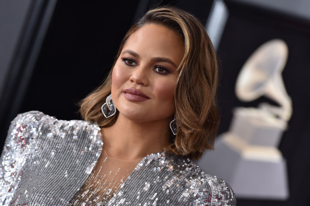 Chrissy Teigen has a theory about who bit Beyoncé on the face, and Twitter is losing it