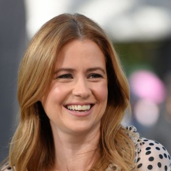 "Jenna Fischer wore a towel on ""Jimmy Kimmel"" last night due to a wardrobe malfunction, and bless"