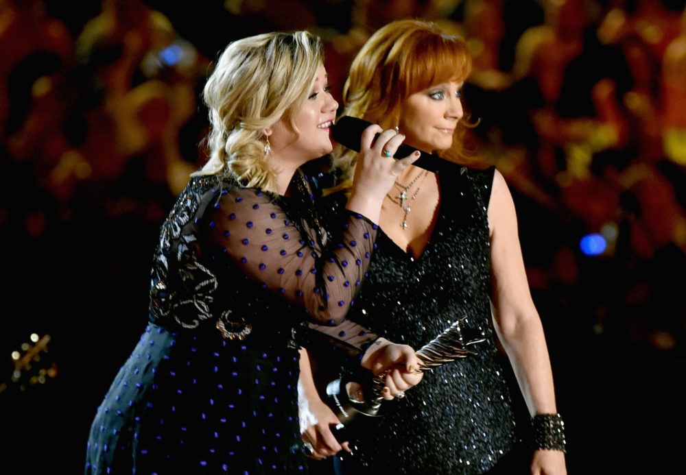 "Behold: The lyrics to Reba McEntire's ""Does He Love You,"" so you can shout it out during the 2018 ACM Awards"