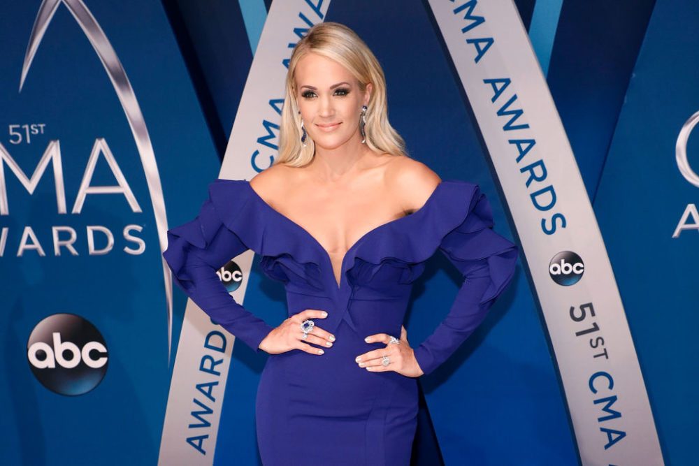 Carrie Underwood shared another post-accident pic of her face before the 2018 ACM Awards, and she looks ready for a return